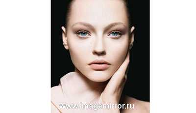 Легкий, едва заметный макияж — свидетельство того, что ты хочешь сделать акцент на личных качествах