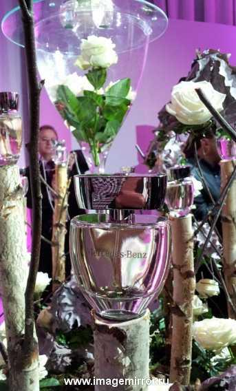 mercedes benz predstavil debyutnyy zhenskiy aromat